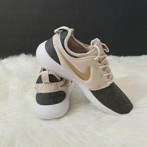 8017ac538508 Nike Shoes - Nike Roshe Two Knit